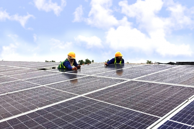solar-panels-are-installing-in-long-an-project